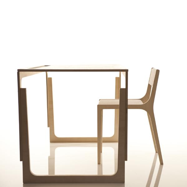 kinderschreibtisch h henverstellbar holz kinderm bel aus holz. Black Bedroom Furniture Sets. Home Design Ideas