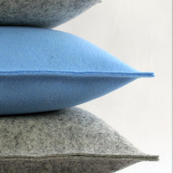 filzkissen couchkissen 50x50 hellblau sofakissen filz. Black Bedroom Furniture Sets. Home Design Ideas