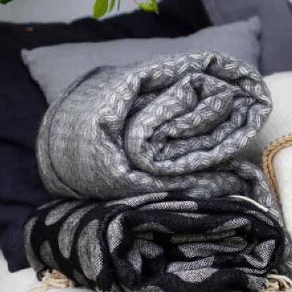 klippan decke wolle 130 200 grau sofadecke wolldecke wollplaid. Black Bedroom Furniture Sets. Home Design Ideas