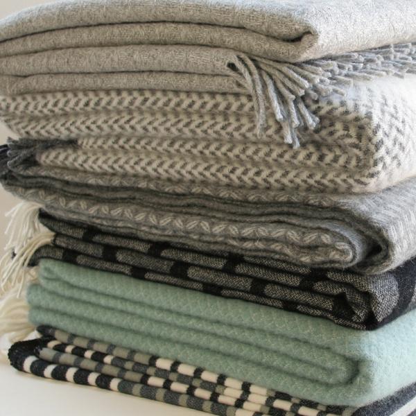 klippan decke wolle 130 200 minze sofadecke wolldecke wollplaid. Black Bedroom Furniture Sets. Home Design Ideas