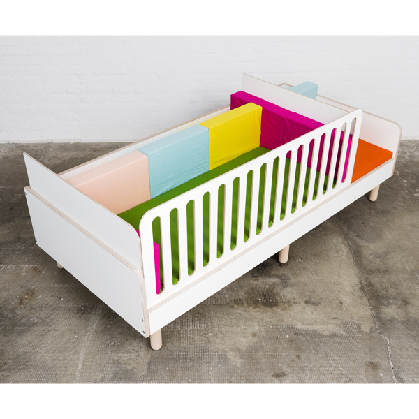 Kinderbett mitwachsend  Fallschutz zu Kinderbett growing bed mitwachsend pure position