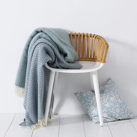 klippan decke wolle 130200 graublau sofadecke wolldecke wollplaid. Black Bedroom Furniture Sets. Home Design Ideas