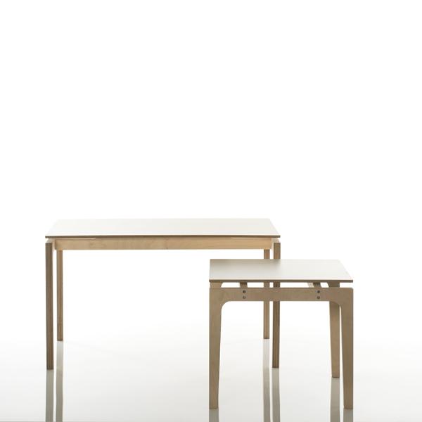 kindertisch olek klein holz wei e tischplatte design. Black Bedroom Furniture Sets. Home Design Ideas